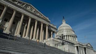 Aux États-Unis, le plan de relance de l'économie est bloqué au Congrès alors que le pays est confronté à une grave crise du coronavirus.