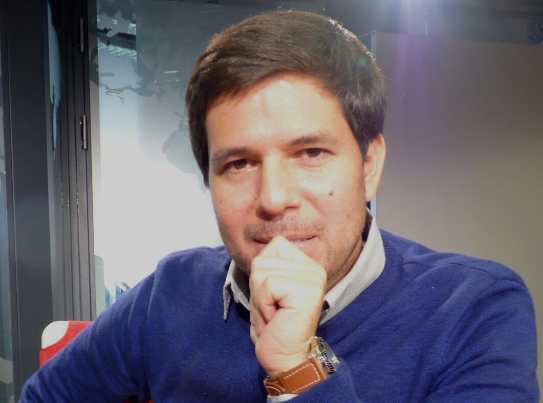 Renato Cisneros en los estudios de RFI