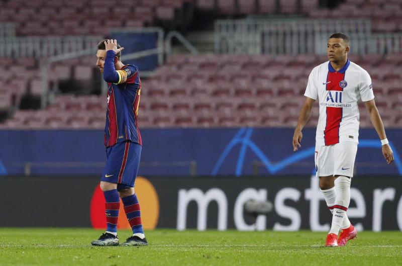 Kaftin din Barcelona Lionel Messi tare da tauraron PSG Kylian Mbappe, yayin fafatawar su a gasar Zakarun Turai. 16/2/2021.
