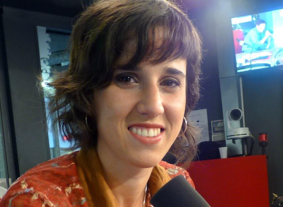 La cantante argentina Clara Cantore en los estudios de RFI