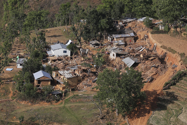 Công tác cứu trợ gặp khó khăn do địa hình hiểm trở ở các vùng hẻo lánh.