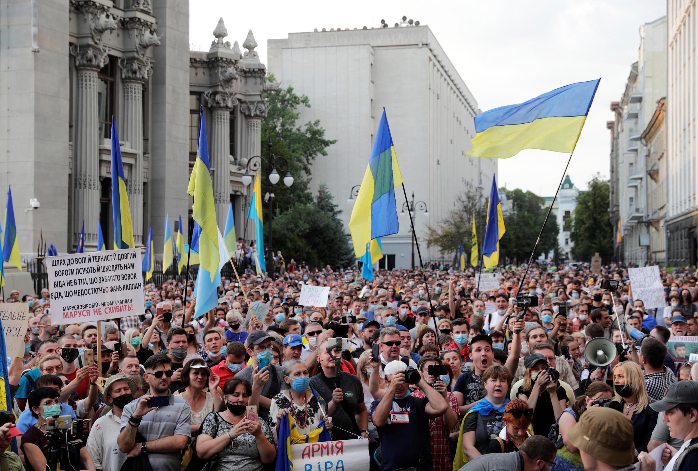 Митинг протеста против условий нового перемирия в Донбассе у здания администрации президента Украины. Киев, 27 июля 2020.