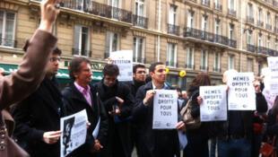 París:  el socialista Jack Lang, ex ministro de Cultura durante la presidencia de François Mitterrand, vino a dar su apoyo a los estudiantes extranjeros, el 17 de noviembre de 2011.