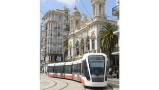 Le nouveau tramway d'Oran dessert 32 stations sur 18 kilomètres de ligne.