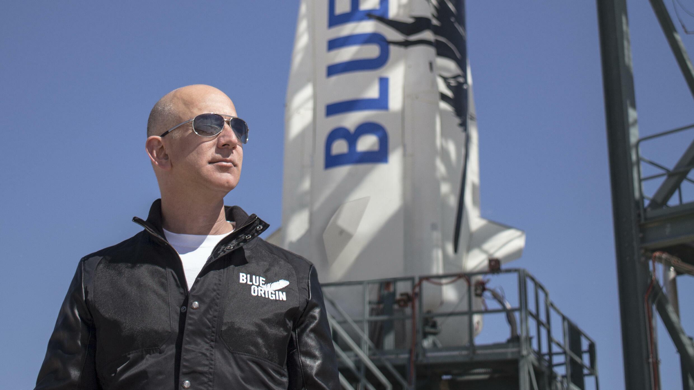 Bezos fundó Blue Origin en 2000, con el objetivo de algún día construir colonias espaciales flotantes con gravedad artificial donde millones de personas trabajarán y vivirán.