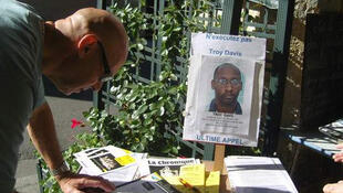 Campanha na França em solidariedade a Troy Davis, que será executado nesta quarta-feira nos EUA.