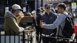 Au Royaume-Uni, les Britanniques pourront boire des bières dans les pubs à partir du 4 juillet (photo d'illustration).