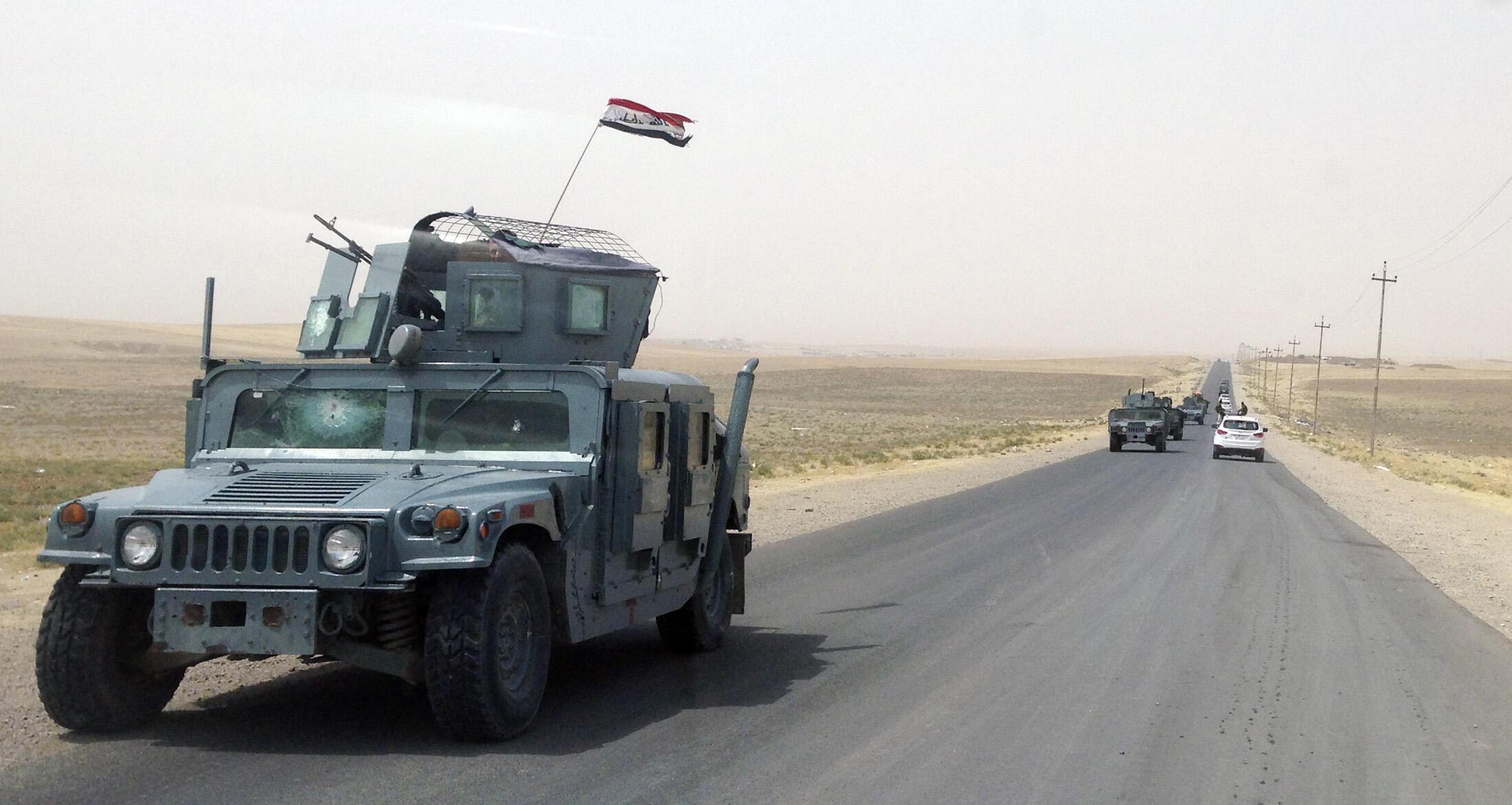 Colonne de véhicules de l'armée irakienne, vers le barrage de Mossoul, le 19 août 2014.
