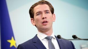 Лидер австрийских консерваторов и будущий канцлер страны Себастьян Курц пообещал, что продолжит борьбу с нелегальной миграцией.