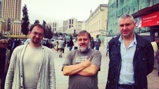Философ Славой Жижек с адвокатами Марком Фейгиным и Николаем Полозовым в Москве