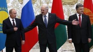 Владимир Путин, Александр Лукашенко и Петр Порошенко, Минск, 26 августа 2014.