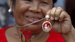 Một người ủng hộ hai anh em cựu thủ tướng Thái Lan Thaksin và Yingluck Shinawatra ngày 01/04/2016.