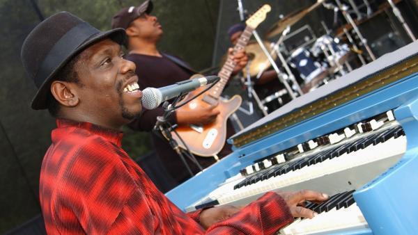 Lucky Peterson en concert lors du 11ème Festival de Blues de Santa Cruz, en 2003.