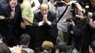 王金平4月6日到台灣立法院議場呼籲學生撤離