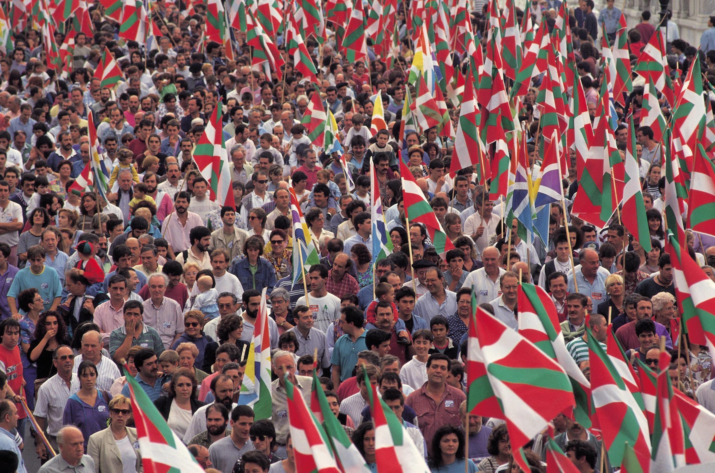 巴斯克地區民眾大規模上街示威要求與法國政府展開地方獨立的協商  2006年4月26日