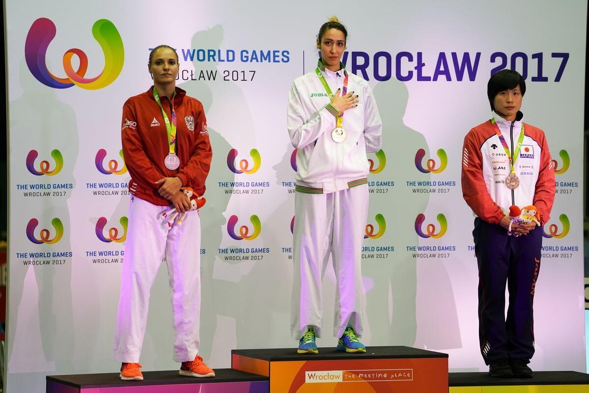 Lamya Matoub sur la plus haute marche du podium des Jeux mondiaux 2017.