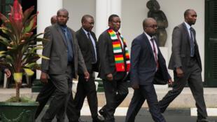 Le président Emmerson Mnangagwa arrive au palais présidentiel à Harare, le 6 février 2019.