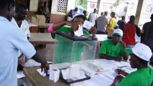 Os eleitores são-tomenses irão de novo às urnas no dia 7 de Agosto, para a segunda volta do escrutínio presidencial