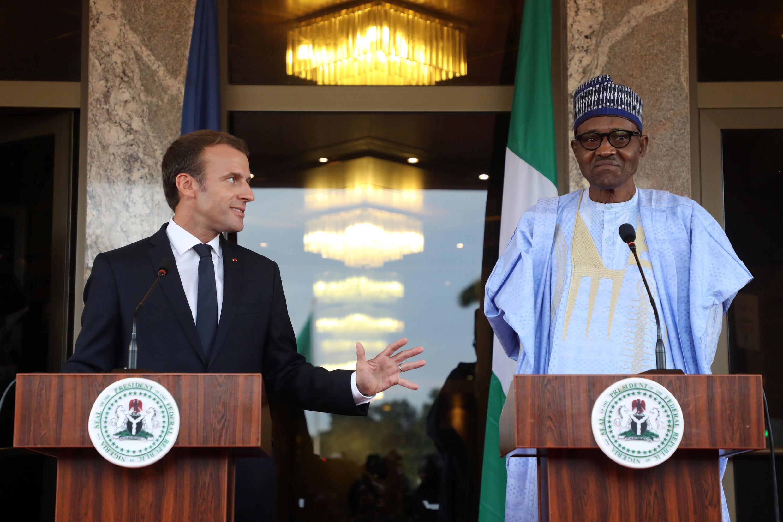 Le président français Emmanuel Macron lors de la conférence de presse avec le président du Nigeria Muhammadu Buhari, à Abuja, le 3 juillet 2018.
