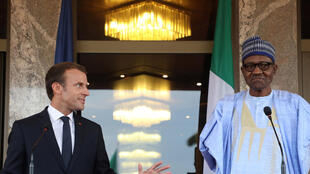 Le président français Emmanuel Macron, lors de la conférence de presse avec le président du Nigeria Muhammadu Buhari, à Abuja, le 3 juillet 2018.