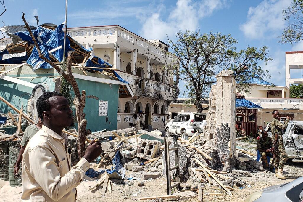 Гостиница в Кисмайо после взрыва и вооруженного нападения, 13 июля 2019 г.