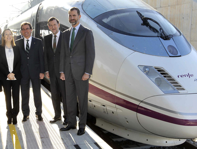 Ana Pastor, ministra espanhola do Desenvolvimento, durante inauguração de novo trecho do trem-bala na Catalunha.