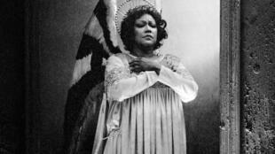 La soprano martiniquaise Christiane Eda-Pierre interprétant l'opéra «Saint-François d'Assise», d'Olivier Messiaen, à l'Opéra de Paris, le 25 novembre 1983.