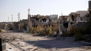 Irak : những khu phố bị phá hủy của thành phố Ramadi, gần biên giới Syria. Ảnh tháng 01/2016.