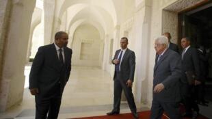 Палестинский лидер Махмуд Аббас покидает замок короля Иордании Абдуллы, 20 августа 2014 г.
