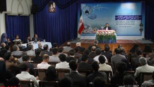 نشست خبری محمود احمدی نژاد ظهر امروز سهشنبه ١١ مهر ماه/ ٢ اکتبر، باحضور خبرنگاران داخلی و خارجی برگزار شد.