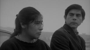 Georgina, la vendeuse de pomme de terre et Pedro le journaliste, interprétés par Pamela Mendoza Arpi et Tommy Parraga, sont les deux principaux protagonistes du film de Melina Leon.