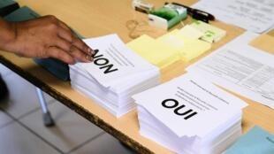 Les électeurs sont venus massivement voter, ce dimanche 4 octobre, en Nouvelle-Calédonie. Le vote loyaliste a recueilli 53,26% des voix, contre 46,74% pour le vote indépendantiste.