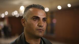 """Emad Burnat, cineasta palestino que concorre ao Oscar com o documentário """"Five Broken Cameras""""."""