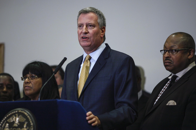 Le maire de New York s'exprime dans le quartier de Staten Island suite à la décision du grand jury, le 3 décembre.
