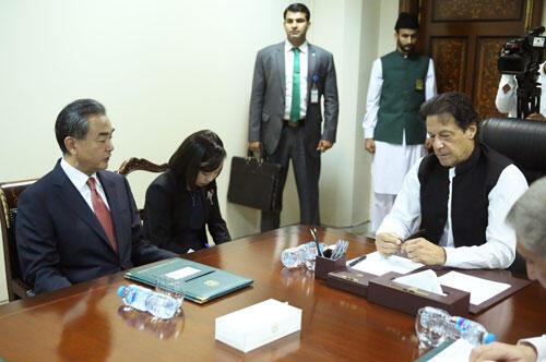 當地時間2018年9月9日,巴基斯坦總理伊姆蘭・汗在伊斯蘭堡會見國務委員兼外交部長王毅。