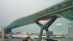 英国伦敦盖威克机场短暂关闭之后重新开放 图为盖威克机场
