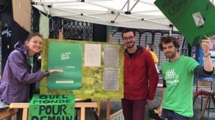 Des membres d'Alternatiba, à Paris, pour la Journée sans voiture, projet quartier libre, le 22 septembre 2019