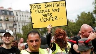 2021_7_24 anti vaxxers and discontents protest in Paris