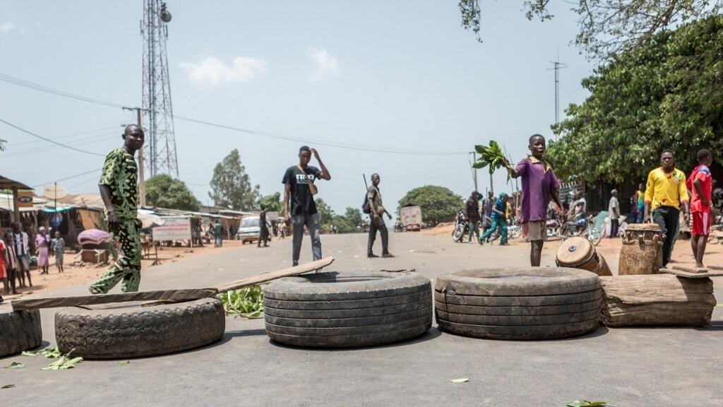 Bénin: des opposants bloquent des routes avant l'élection présidentielle