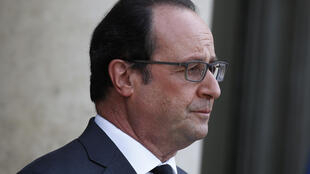 The barber of French President François Hollande is paid close to 10,000 euros per month.