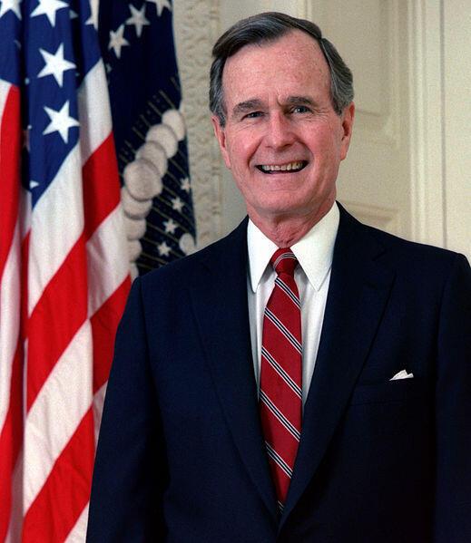 """Phát biểu về tình hình Liên bang tháng 1/1992, Tổng thống George H. W. Bush khẳng định """"tính ưu việt của một cường quốc duy nhất là  Hoa Kỳ"""". Chính sách này làm bỏ lỡ cơ hội xây dựng một cơ chế an ninh tập thể đa cực mới cho thế giới hậu Xô Viết."""