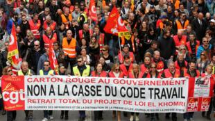 3月31日,马赛市发起反新劳动法的大游行