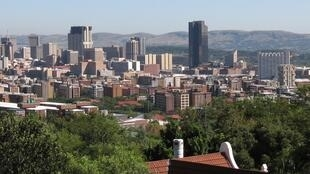 Manispaa ya mji wa Pretoria imenunua mitambo 3 000 ya kuhesabi kiawango cha maji na imetishia kuiweka katika baadhi ya vitongoji ambapo hutumia maji mengi mno.