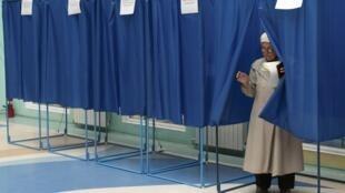 Bầu cử Quốc hội Ukraina diễn ra hôm 25/10/2012, nhưng cho tới giờ chỉ mới có kết quả sơ bộ (REUTERS)