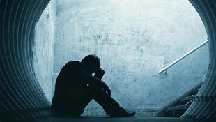 Los síntomas del estrés postraumático pueden aparecer inmediatamente después del evento dramático o meses después.