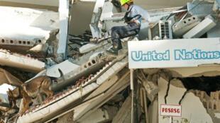 Les heures s'écoulent, les espoirs s'amenuisent, et la liste des fonctionnaires de l'ONU qui ont péri sous les décombres s'allonge inexorablement.