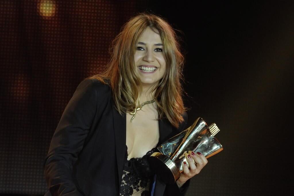 Izia obtuvo el premio Victoria de la Música en la categoría album rock por su disco « So Much Trouble »