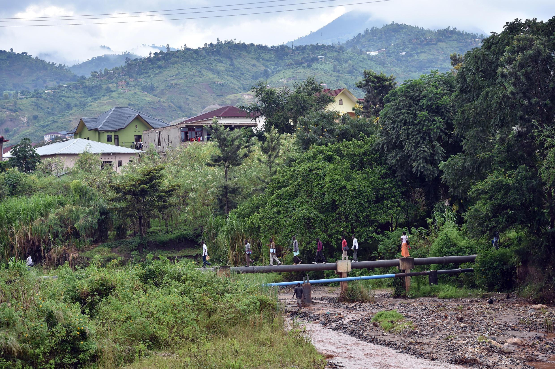 Dans le nord du Burundi au moins 500 personnes se sont réfugiées au Rwanda sous la pression des élections approchant.