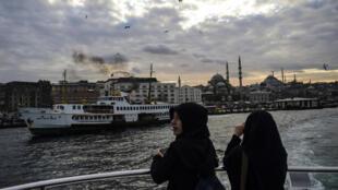 La Turquie espérait accueillir plus de touristes russes cette année, compte tenu du risque sécuritaire en Egypte. C'était sans compter sur la crise diplomatique qui oppose désormais Ankara et Moscou. Photo: la côte européenne d'Istanbul vue du Bosphore.