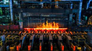 比利时根特的安赛乐米塔尔钢铁厂轧钢机 2018年5月22日